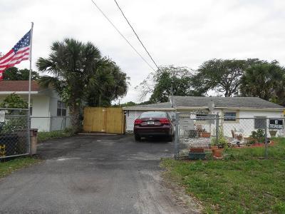 West Palm Beach Single Family Home For Sale: 233 Neva Drive