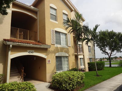 West Palm Beach Condo For Sale: 4240 San Marino Boulevard #206