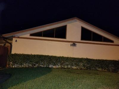 West Palm Beach Single Family Home For Sale: 1081 Summit Place Circle #Apt A