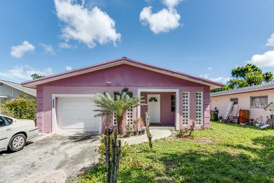 Delray Beach Single Family Home For Sale: 4855 Lincoln Road