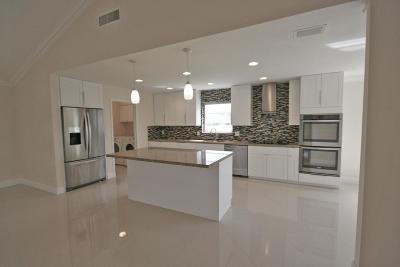Boynton Beach Single Family Home For Sale: 4447 Sanderling Circle E