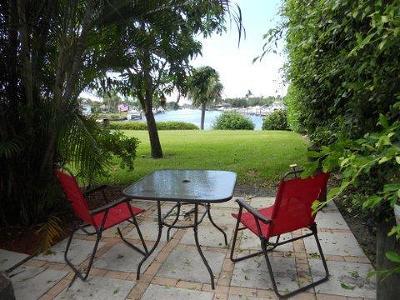 North Palm Beach Condo Contingent: 725 Hummingbird Way #114