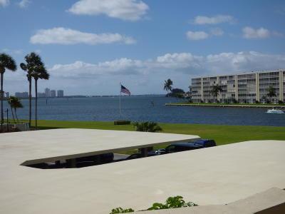 North Palm Beach Condo For Sale: 123 Lakeshore Drive #242