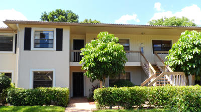 Boynton Beach Condo For Sale: 17 Westgate Lane #17f