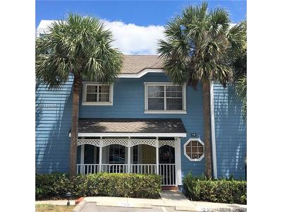 Townhouse For Sale: 718 Ocean Dunes Circle