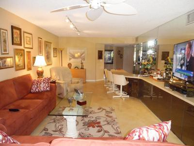 Delray Beach Condo For Sale: 7449 Glendevon Lane #102