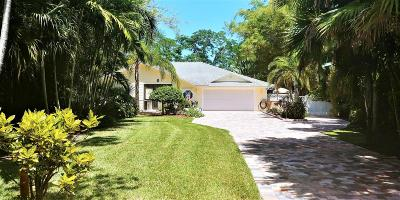 Jensen Beach Single Family Home For Sale: 301 NE Town Terrace