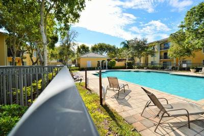Royal Palm Beach Condo For Sale: 1700 Crestwood Ct S #1708