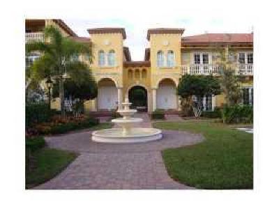 Boca Raton Townhouse For Sale: 240 NE 69th Circle