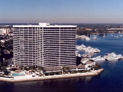 North Palm Beach Condo For Sale: 100 Lakeshore Drive #254