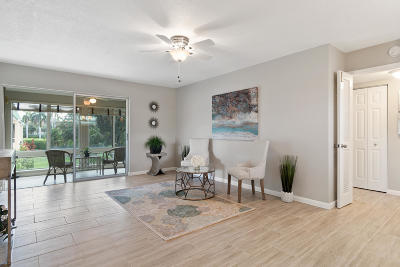 Boynton Beach Condo For Sale: 24 Colonial Club Drive #200