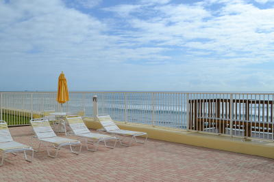 South Palm Beach Condo For Sale: 3540 S Ocean Boulevard #208