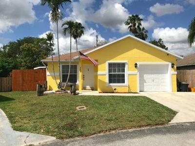 Boynton Beach Single Family Home For Sale: 5697 Boynton Bay Circle