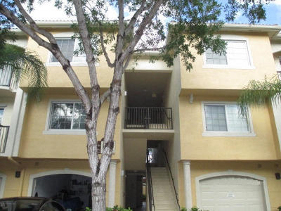 Royal Palm Beach Condo For Sale: 1700 Crestwood Court S #1717