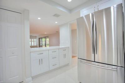 North Palm Beach Condo For Sale: 1660 Twelve Oaks Way #203