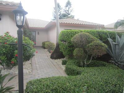 Boynton Beach Single Family Home For Sale: 32 Woods Lane #0320