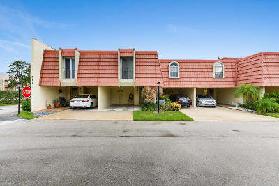 North Palm Beach Townhouse For Sale: 382 Golfview Road #B
