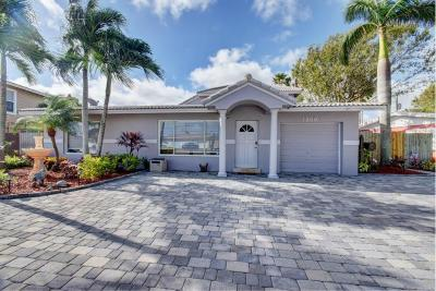 Deerfield Beach Single Family Home For Sale: 1000 SE 4 Court