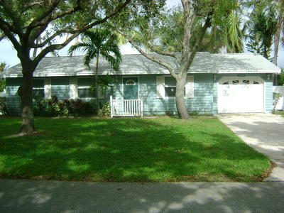 Hobe Sound Single Family Home For Sale: 8999 SE Delaware Avenue