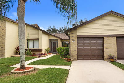 Royal Palm Beach Single Family Home Contingent: 104 Village Walk Drive