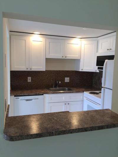 West Palm Beach Condo For Sale: 104 Norwich E