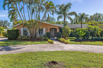 Tequesta Single Family Home For Sale: 76 Yacht Club Place