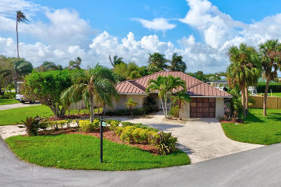 Hutchinson Island Single Family Home For Sale: 21 Sovereign Way