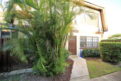 Royal Palm Beach Townhouse Contingent: 130 Weybridge Circle #D