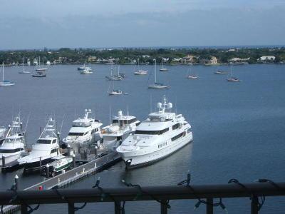 North Palm Beach Condo For Sale: 136 Lakeshore Drive #612