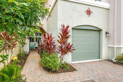 Hypoluxo Single Family Home For Sale: 159 Las Brisas Circle