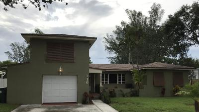 Lake Worth Single Family Home For Sale: 210 Lakeside Drive