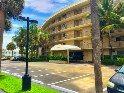 South Palm Beach Condo For Sale: 3605 S Ocean Boulevard #222