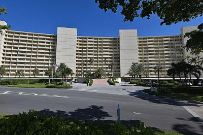 North Palm Beach Condo For Sale: 134 Lakeshore Drive #316