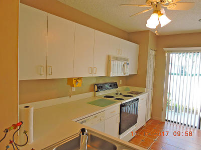 West Palm Beach Single Family Home For Sale: 2640 Gately Drive W #902