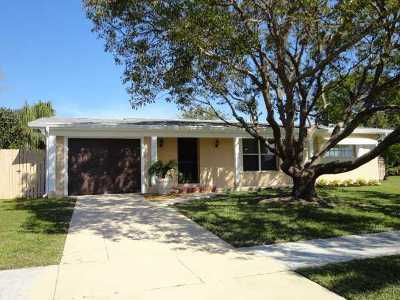 Port Saint Lucie Single Family Home For Sale: 173 SE Placita Court