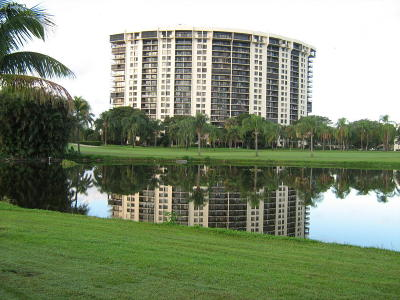 West Palm Beach Condo For Sale: 2480 Presidential Way #1103