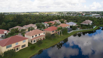 Royal Palm Beach Single Family Home For Sale: 102 Palm Beach Plantation Boulevard