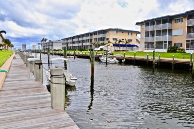 North Palm Beach Condo For Sale: 124 Shore Court #304
