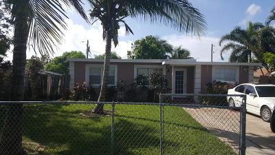 Boynton Beach Single Family Home For Sale: 220 Mentone Road