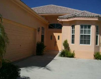 West Palm Beach Single Family Home For Sale: 104 Derby Lane