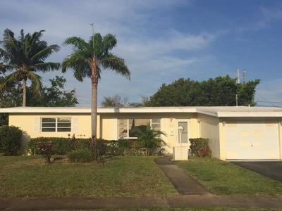 North Palm Beach Single Family Home Contingent: 425 Westwind Drive