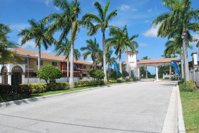 Palm Beach Gardens Townhouse Contingent: 4112 Napoli Lake Drive