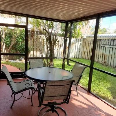 Palm Beach Gardens Townhouse For Sale: 3546 Gardens Drive E #B