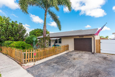Greenacres Single Family Home Contingent: 4600 Toga Way