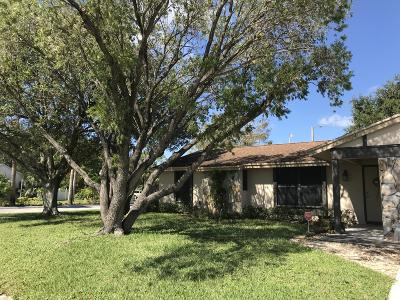 Royal Palm Beach Single Family Home For Sale: 124 Sherwood Drive
