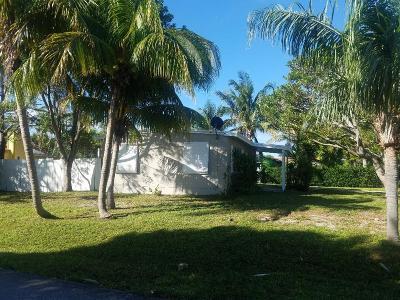 Boynton Beach Single Family Home For Sale: 160 Palm Drive