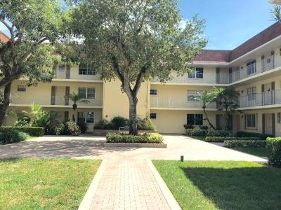 Palm Beach Gardens Condo For Sale: 5510 Tamberlane Circle #148