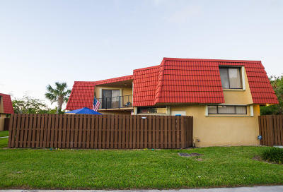 Boca Raton Townhouse For Sale: 22940 Oxford Place #A