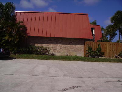 Palm Beach Gardens Townhouse For Sale: 3157 Gardens East Drive #D