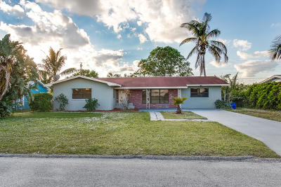 Jensen Beach Single Family Home For Sale: 3680 NE Linda Drive